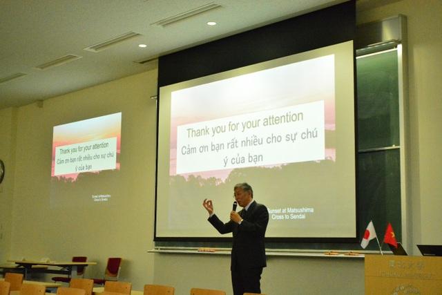 Giáo sư Mitsuo Kakuphát biểu về đề tài ngăn chặn các bệnh truyền nhiễm (ảnh: Hoàng Chu).