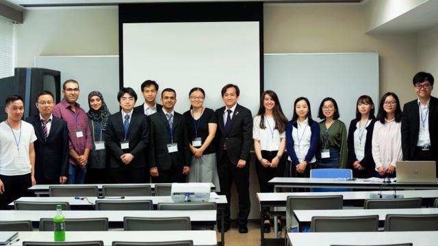 Phiên thảo luận chuyên nghành Y và Sinh học (ảnh: Hoàng Chu).