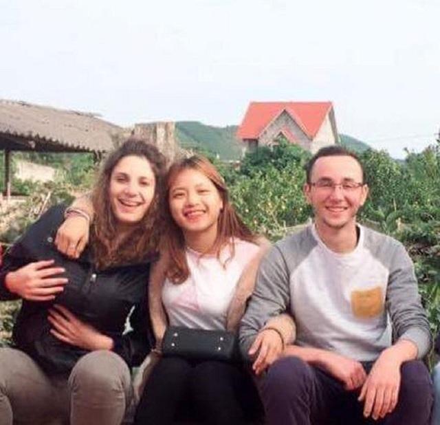 Lương Thị Hà Trang (ở giữa) trong một hoạt động ngoại khóa.