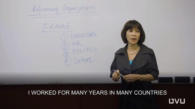 Từ khu ổ chuột, cô gái nghèo trưởng thành, học tập xuất sắc và làm việc ở nhiều quốc gia trên thế giới.