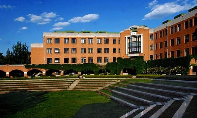 Đại học Thanh Hoa thành lập năm 1911, nổi tiếng với chất lượng và sự đầu tư trong nghiên cứu khoa học. (Ảnh: Tsinghua University).