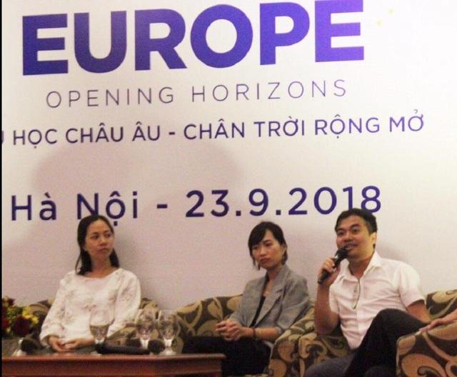 """Đặng Minh Tuấn đang chia sẻ về """"sốc văn hóa ngược""""."""