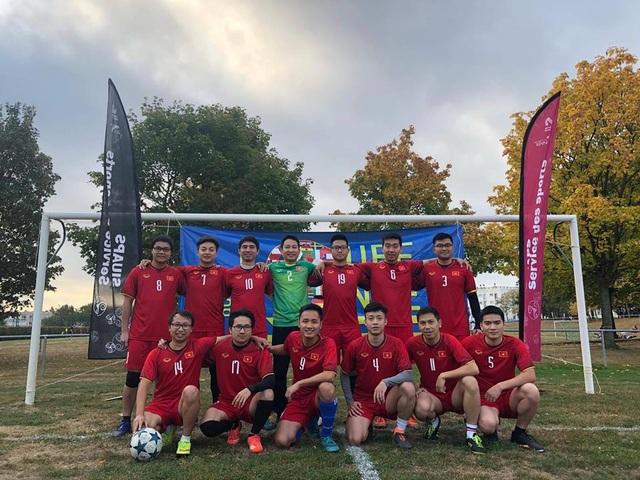 Đội Ngôi sao vàng của Việt Nam đã lập nên cột mốc mới khi trở thành đội bóng châu Á đầu tiên vượt qua vòng bảng sau 5 lần tổ chức giải.