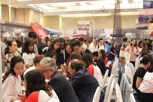 Ngày hội du học Pháp thu hút các bậc phụ huynh, học sinh và sinh viên Việt Nam đến tham dự.