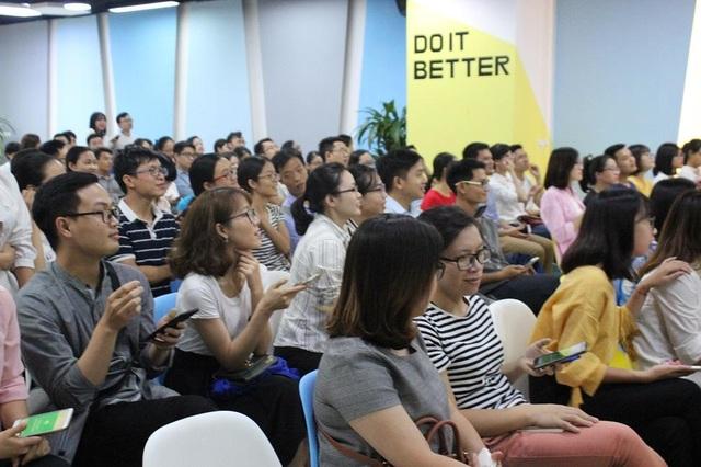 Buổi nói chuyện thu hút nhiều sinh viên trẻ ngành Y khoa tham dự.