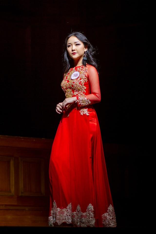 Giải Thí sinh tài năng nhất được trao cho Nguyễn Thị Kim Phương (24 tuổi, quê TP.HCM), cô đang là sinh viên ngành Quản trị du lịch, ĐH Central Queensland.