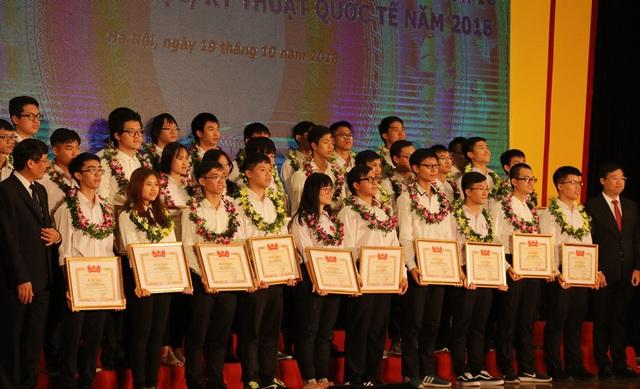 33 gương mặt đã đoạt giải thưởng Olympic quốc tế, khu vực và cuộc thi INTEL ISEF 2018.