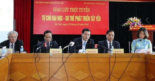 Các chuyên gia tại buổi giao lưu trực tuyến ngày 25/10 tại Hà Nội.