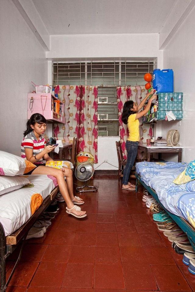 Hai cô bạn Bengielyn và Karina mới 16 tuổi và đang theo học chuyên ngành Kỹ sư tại Philippines. (Ảnh: Henny Boogert)