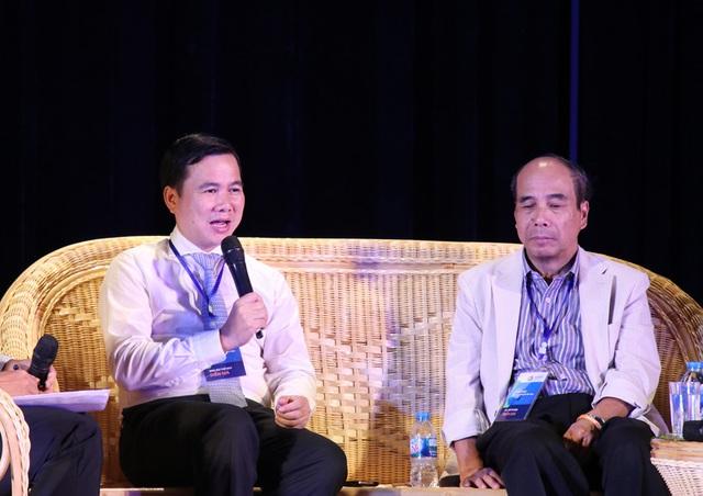 Thứ trưởng Bộ KH&CN Bùi Thế Duy (bên trái).