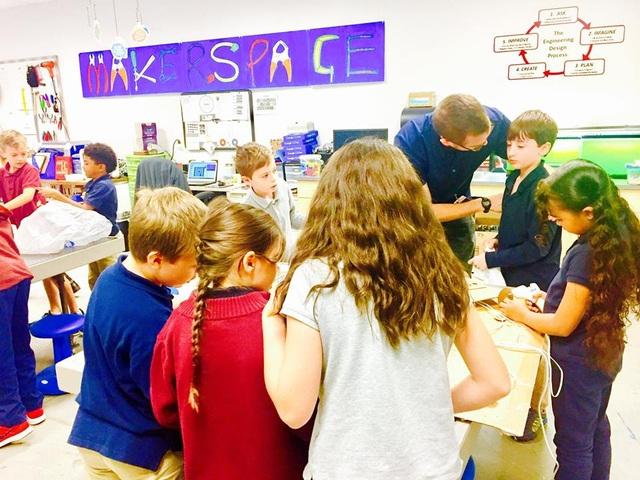 Học sinh ở trường Wake Forest, North Carolina trong giờ học về STEM.