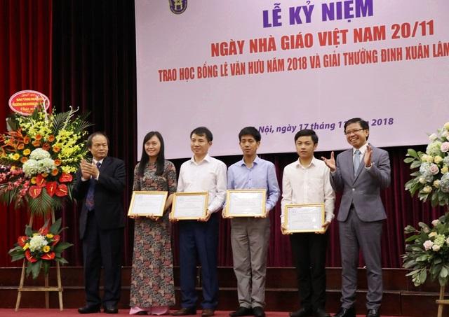 4 học viên cao học nhận giải thưởng Đinh Xuân Lâm lần thứ 2.
