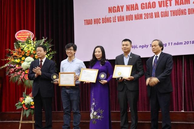 Trao học bổng Lê Văn Hưu và giải thưởng Đinh Xuân Lâm cho SV Sử học xuất sắc - 8