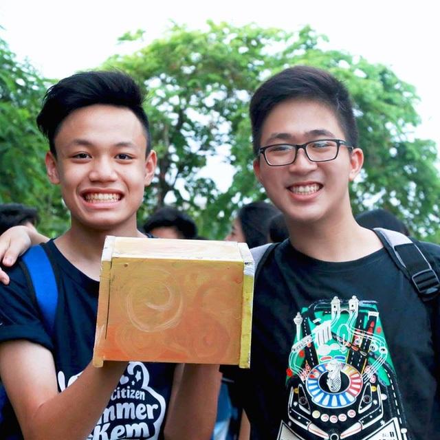 Phạm Gia Phong (phải) tự tin vừa chinh phục thành công vị trí thực tập sinh tại 3 công ty công nghệ hàng đầu thế giới.