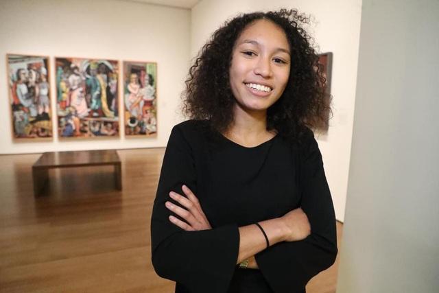 Kristine chính là vị tổng biên tập đầu tiên của The Crimson là phụ nữ và người da màu thứ ba giữ chức vụ này.