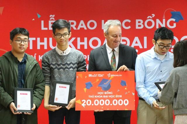 Mỗi thủ khoa được nhận học bổng trị giá 20 triệu đồng.