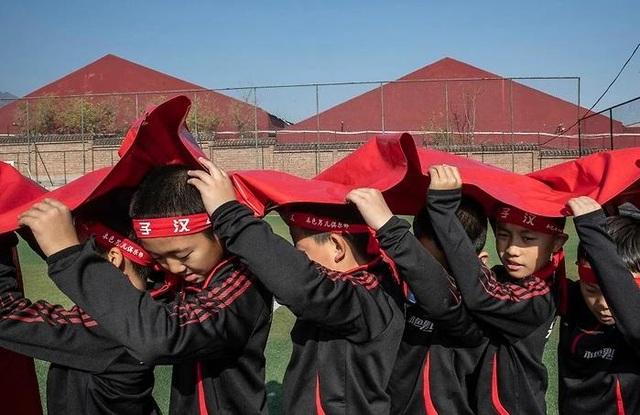 Truyền thông Trung Quốc từng cho rằng trò chơi điện tử và thiếu luyện tập thể lực đã khiến rất nhiều nam thanh niên nước này không đủ khả năng phục vụ trong quân ngũ và làm dấy lên quan ngại về độ nam tính của đàn ông.