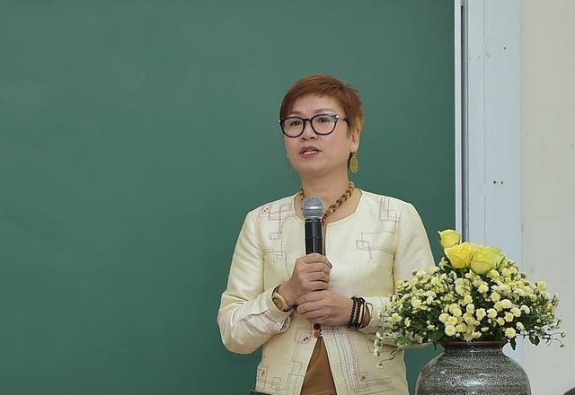 NTK Xuân Thu – người mang đến cho làng thời trang Việt những sản phẩm đầy cảm hứng sáng tạo bắt nguồn từ ý tưởng kết hợp thời trang và Toán học.