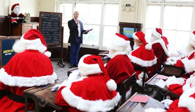 Ngôi trường đào tạo… ông già Noel tại Anh - Ảnh 2.