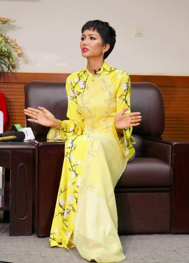 """Hoa hậu H'Hen Niê: """"Giáo dục cần song hành với hạnh phúc và thực lực"""" - Ảnh 7."""