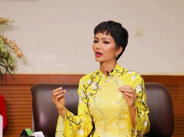"""Hoa hậu H'Hen Niê: """"Giáo dục cần song hành với hạnh phúc và thực lực"""" - Ảnh 9."""