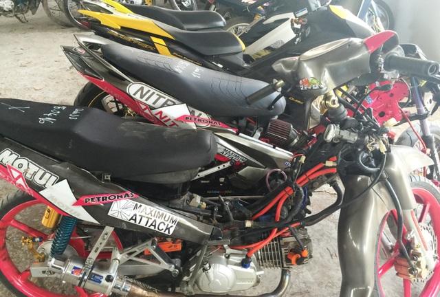 Hàng chục chiếc xe máy của nhóm thanh niên tục tập đua xe, cổ vũ đua xe... tại KCNC trong thời gian qua bị CSGT Công an quận 9 bắt giữ.