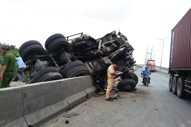 Hiện trường kinh hoàng vụ tai nạn trưa ngày 23/8 trên cầu Phú Mỹ, phường Thạnh Mỹ Lợi, quận 2.