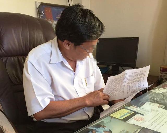 Ông Nhu, người vừa bị cách chức Trưởng phòng Giáo dục và Đào tạo, huyện Bến Lức bày tỏ sự ân hận khi để xảy ra vụ việc.