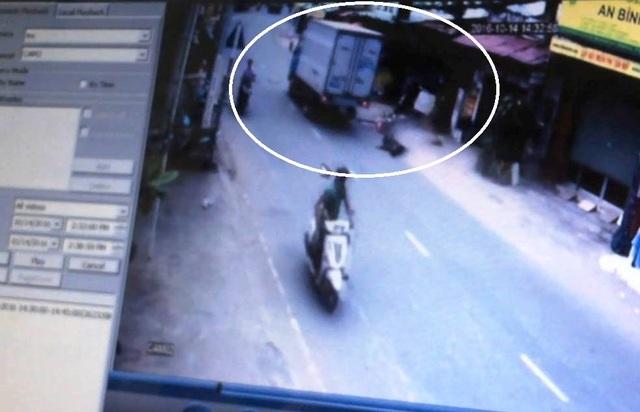 Hình ảnh camera tại nhà của người dân ghi lại được chiếc xe tải liên quan đến vụ tai nạn và tài xế bỏ chạy khỏi hiện trường.