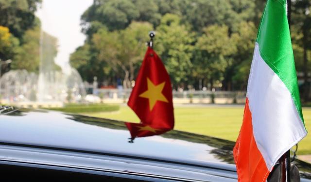 Tổng thống Michael D.Higgins cùng phu nhân và phái đoàn quan chức cấp cao Ireland đang có chuyến thăm cấp Nhà nước đến Việt Nam.