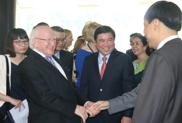 Chủ tịch UBND TPHCM Nguyễn Thành Phong đã có buổi tiếp xã giao Tổng thống Ireland tại Hội trường Thống Nhất.