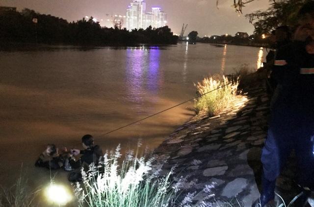 Trắng đêm tìm kiếm nữ kiểm sát viên ôm con nhảy sông - 1