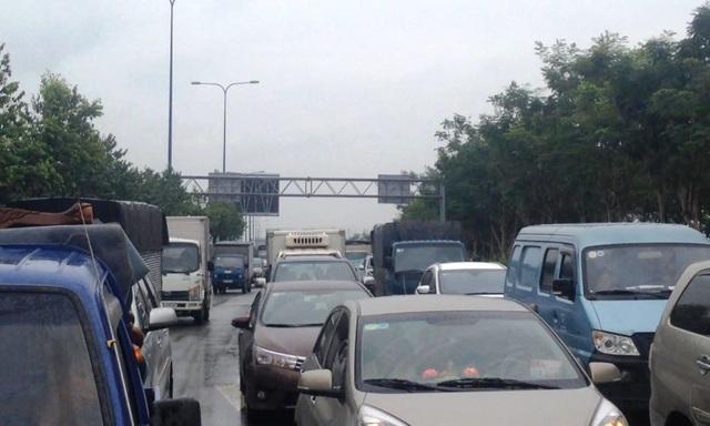 Sự cố gây ùn ứ giao thông trên đường vào hầm.