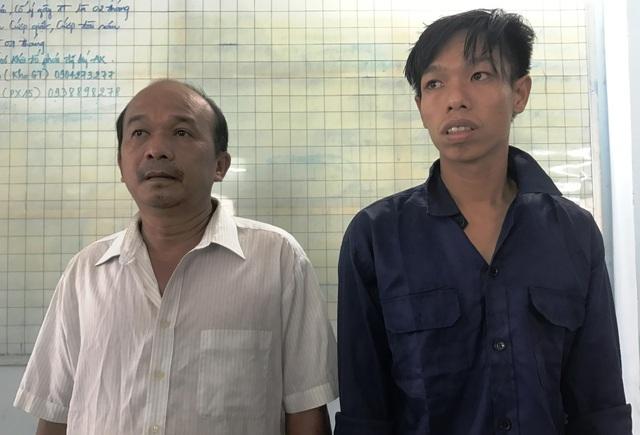 Nghi can Nghĩa (trái) và con rể cầm đầu băng cưỡng đoạt tài sản các tài xế trước Công ty Coca Cola.