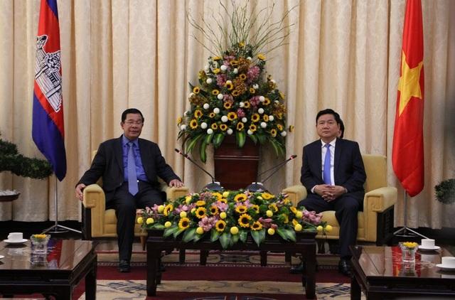 """Thủ tướng Campuchia Hun Sen khẳng định: """"Chuyến thăm Việt Nam và TPHCM tăng cường tình đoàn kết hữu nghị giữa 2 nước""""."""