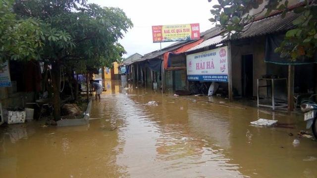 Nhiều tuyến đường ở huyện Hương Sơn bị ngập nặng
