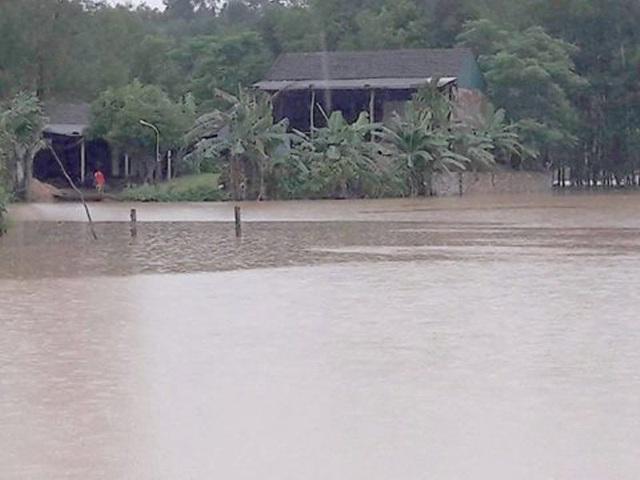 Dù mưa đã ngớt nhưng nhiều xã ở huyện Hương Khê vẫn bị ngập sâu như thế này