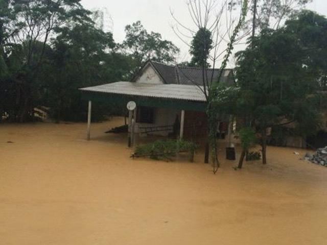 Khi người dân chưa kịp vực dậy sau cơn lũ lụt hôm 14/10 thì một đợt lũ mới đang về nhấn chìm hàng nghìn hộ dân