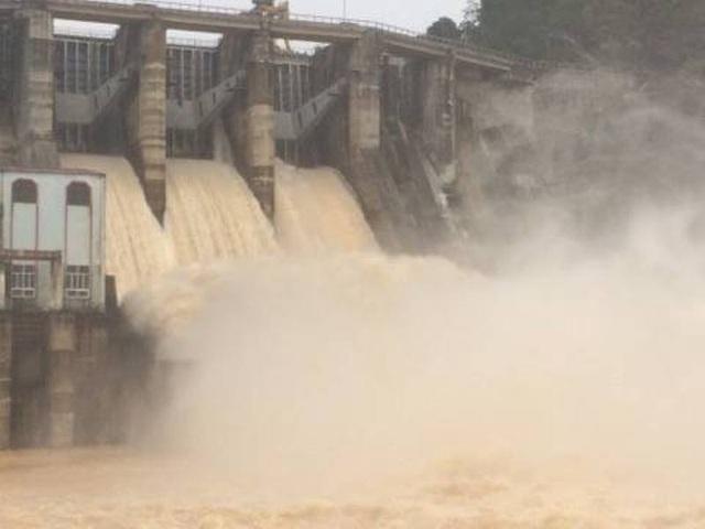 Theo giải thích từ Nhà máy thủy điện Hố Hô việc bất ngờ tăng lưu lượng xả trong đêm là vì lượng nước đổ về hồ quá nhanh