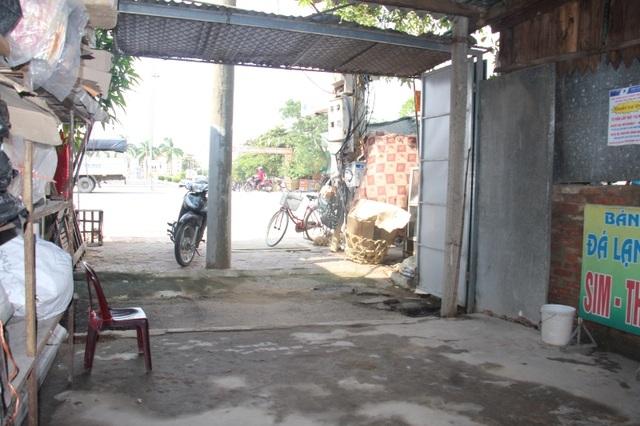 Mảnh đất chị Mai mua lại của ông Báu và đã sinh sống ổn định trên mảnh đất này hơn 16 năm. Thế nhưng giờ đây chị sẽ phải trả lại mảnh đất này vì tòa tuyên án chị thua cuộc