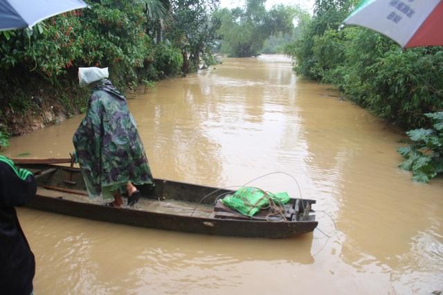 Đường vào xã Hương Thủy, huyện Hương Khê đã bị ngập sâu