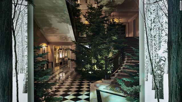 Cây thông Noel được Jony Ive thiết kế cho khách sạn cao cấp Claridge chỉ đơn thuần là một cây thông nguyên bản