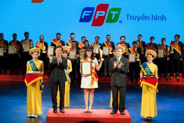 Đại diện Truyền hình FPT (FPT Telecom) nhận Danh hiệu Sao Khuê 2018.