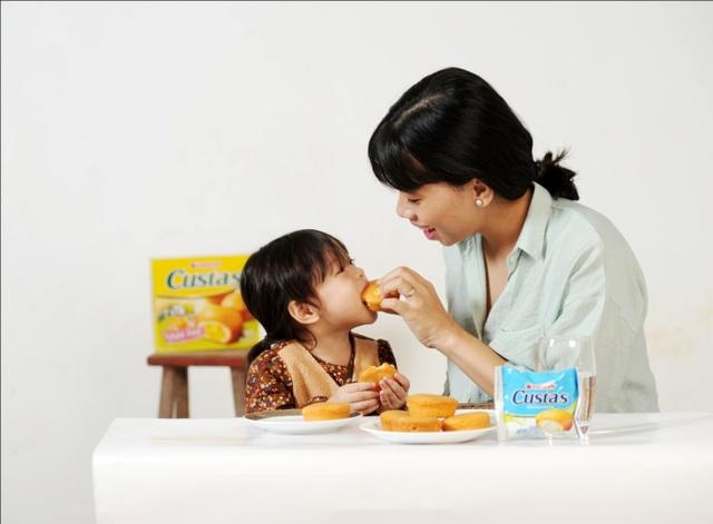 Mẹ nên chọn bánh không chứa chất bảo quản để bảo vệ sức khoẻ của con
