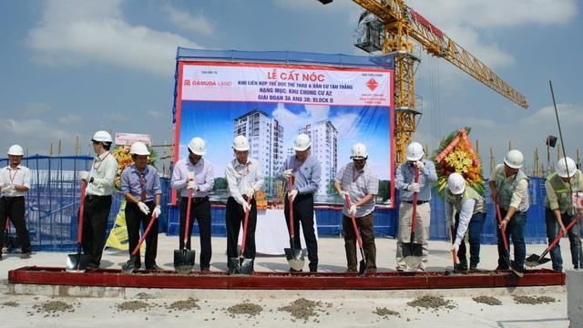 Hình ảnh lễ Cất nóc Block D – Khu Ruby dự án Celadon City vào ngày 23/03/2017 đánh dấu sự thực hiện đúng cam kết thời gian giao nhà của Chủ đầu tư.