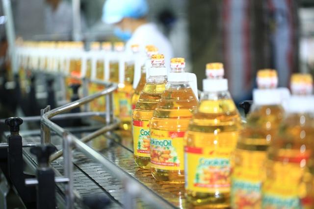 Dầu ăn Cooking Oil – sản phẩm chủ lực của Tường An được người tiêu dùng ủng hộ và yêu thích gần 30 năm qua
