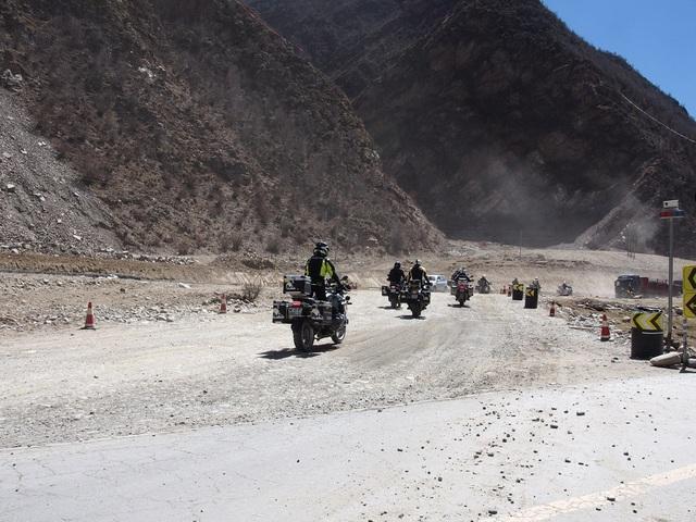 """Tây Tạng và hành trình chinh phục """"Nóc nhà thế giới"""" của 40 biker Việt - 3"""