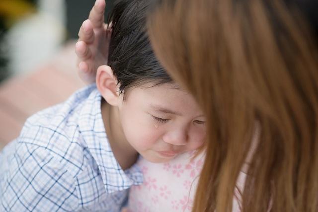 """""""Sợ đi học"""" chính là khó khăn đầu tiên cha mẹ cần giúp bé vượt qua."""