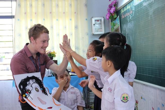 Học tiếng Anh trong ngữ cảnh, kết hợp với phương thức project-based nâng cao kiến thức và kỹ năng cho học sinh.