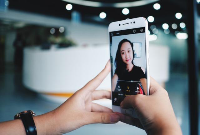 Nhiều thương hiệu quốc tế ngày càng đầu tư vào những chiếc smartphone selfie của mình từ tên gọi đến chất lượng.